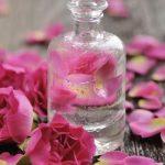 8 فوائد صحية لماء الورد.. أبرزها علاج حب الشباب والاكتئاب