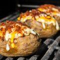 طريقة عمل بطاطس مشوية بالفرن مع الجبنة - طريقة